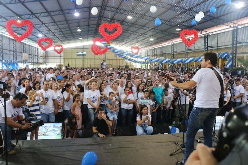Cantor Daniel realiza show exclusivo para os funcionários da Gazin