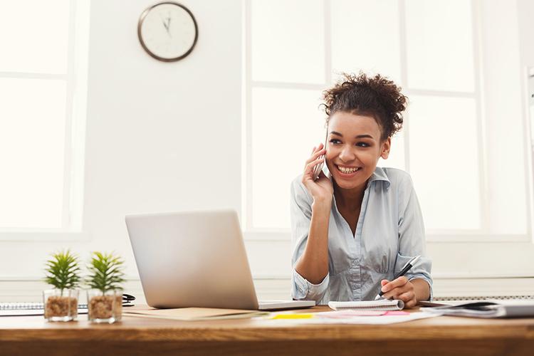 Como treinar a equipe do seu hotel ou pousada para aumentar as reservas por telefone