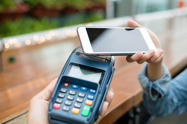 Guia dos pagamentos por aproximação de celular