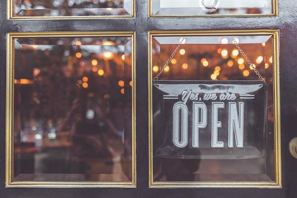 Quer abrir uma loja e não sabe por onde começar? Leia esta entrevista!