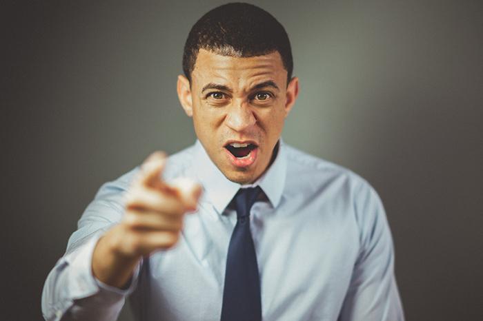 Como saber se você está microgerenciando sua equipe e como reverter essa situação