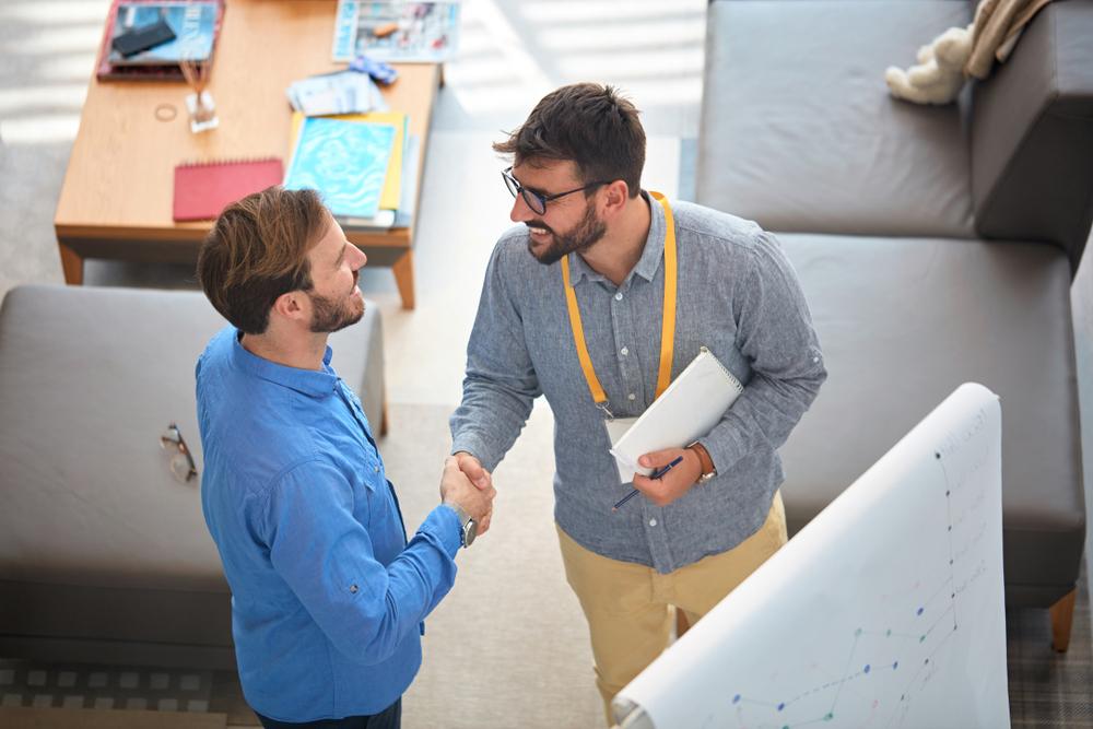 Conheça 10 atitudes que destacam os melhores vendedores lojistas!